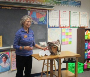 MuseumMobile Educator Jane Weber awes fourth graders with the amazing adaptations of owls.